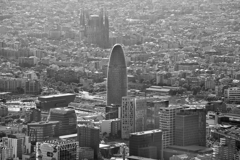 08-barcelona-aeria-torre-agbar-sagrada-familia