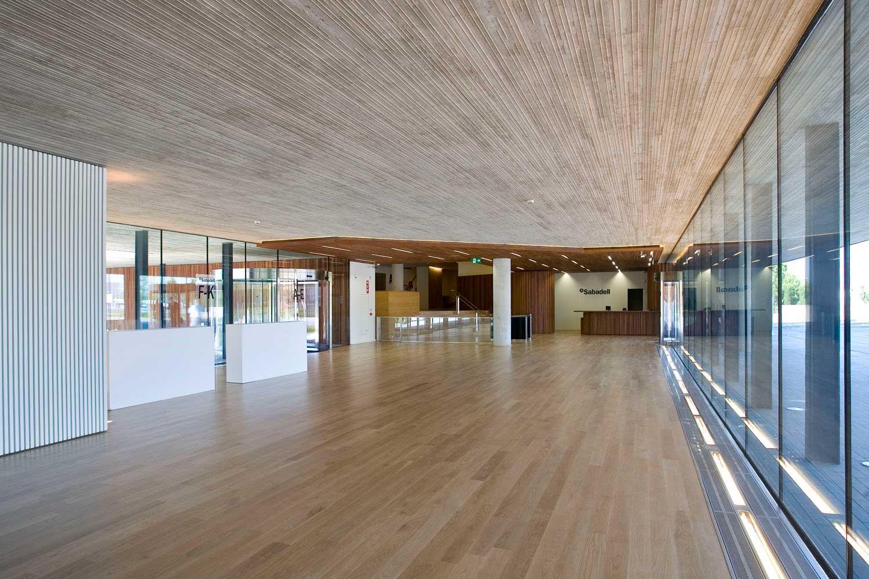 18-arquitectura-interiors-banc-sabadell-001